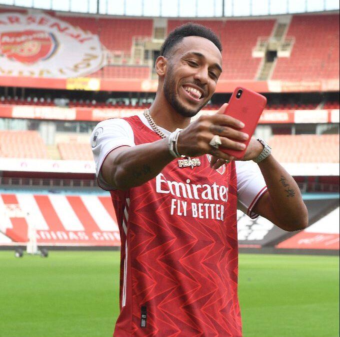 Aubameyang Signs for Arsenal till 2023